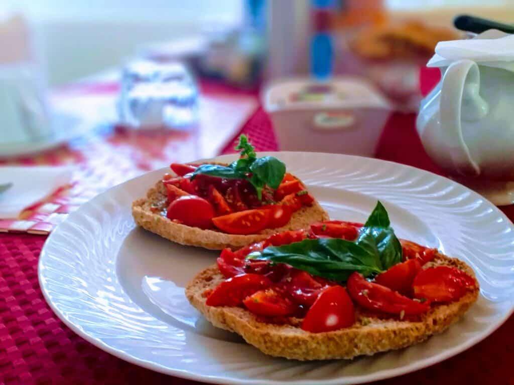 colazione salata con bruschette a km0