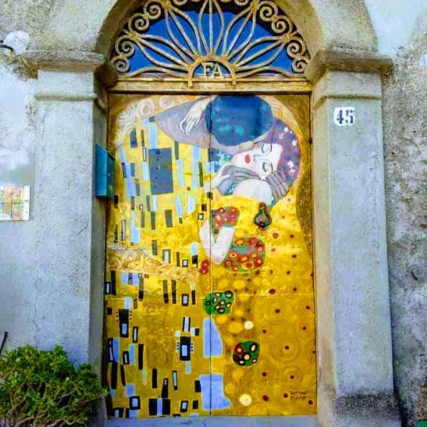 murales Klimt centro storico di Acri